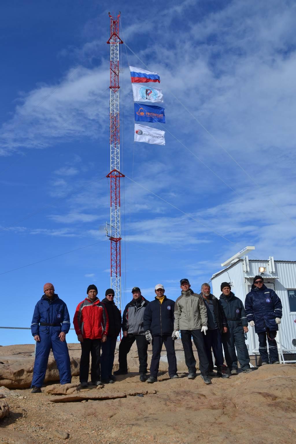 Мачта связи на полярной станции «Прогресс» в Антарктиде